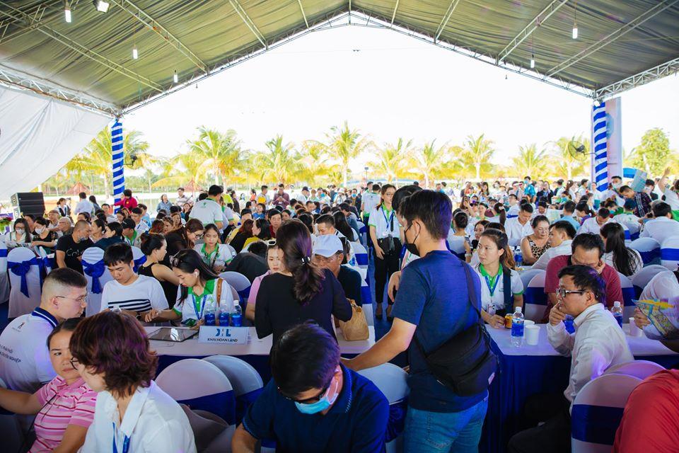 Đông đảo khách hàng tham quan dự án Vinhomes Grand Park quận 9