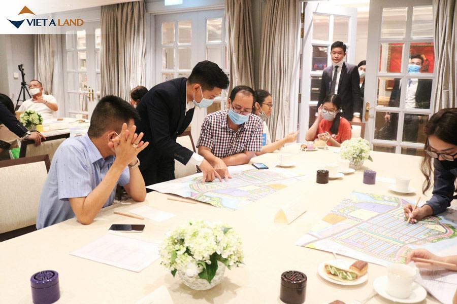 Hình ảnh khách hàng tham gia sự kiện The Manhattan Glory