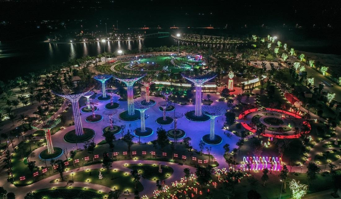 Tọa lạc tại vị trí tâm điểm thành phố Thủ Đức, Vinhomes Grand Park là Trung tâm phát triển kinh tế, thương mại và giải trí sầm uất hàng đầu TPHCM nhờ hạ tầng tiện ích, giao thông đồng bộ được đầu tư, phát triển mạnh mẽ